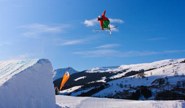 Snowboarden und Skifahren